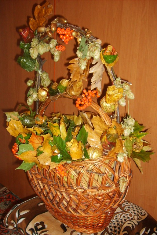 Volume applique of autumn leaves